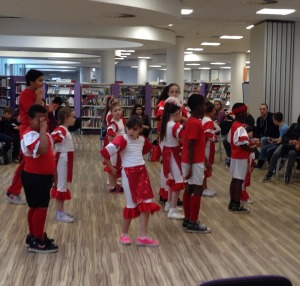 Street dance troupe K2D entertained guest with a dance performance.